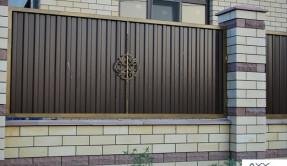 Забор из профнастила секционный с элементами ковки ЗП-9