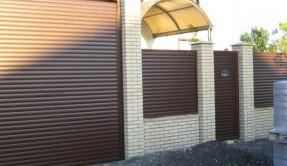 Забор из профнастила с роллетным заполнением ЗП-10