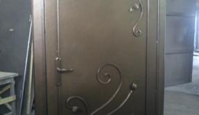 Дверь металлическая с ковкой ДМ-2