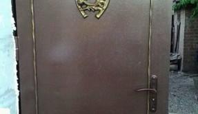 Дверь металлическая с ковкой ДМ-3